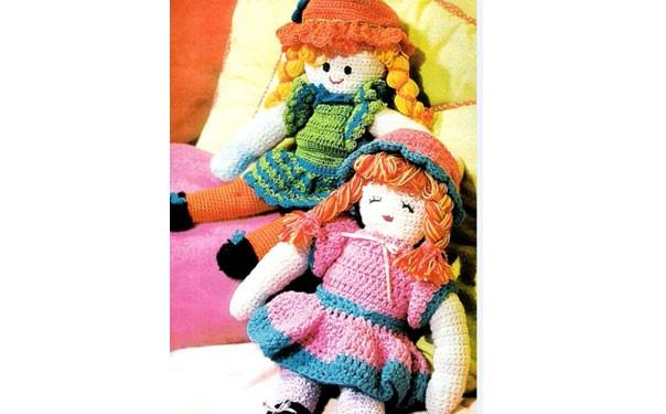 Две куклы в разных платьях. Крючком. Описание