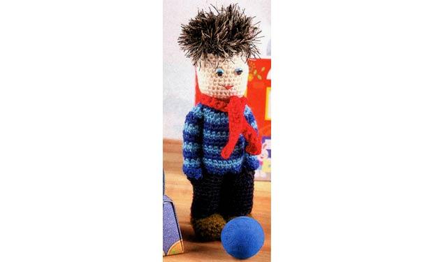 Вязаная крючком кукла. Мальчик-двоечник. Описание