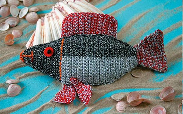 Вязаная игрушка. Рыба красноперка. Описание