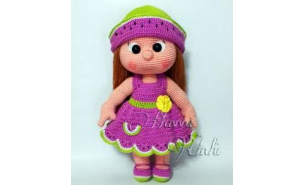 Вязаная крючком кукла в сиреневом сарафане. Описание