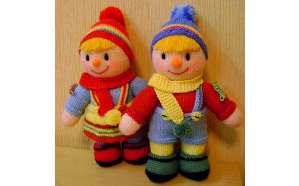 Вязаные куклы близнецы. Описание