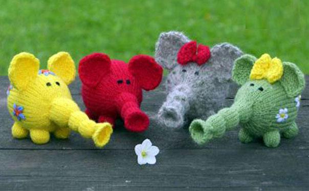 Вязаные цветные слоники. Описание