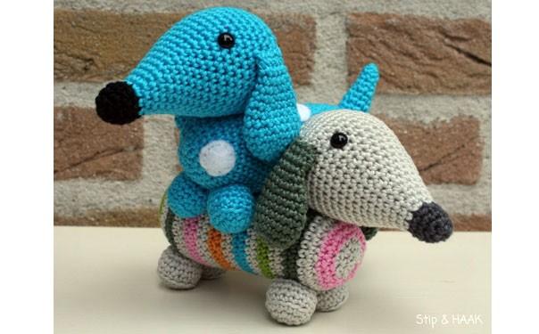 Собака голубая такса. Схема вязания крючком