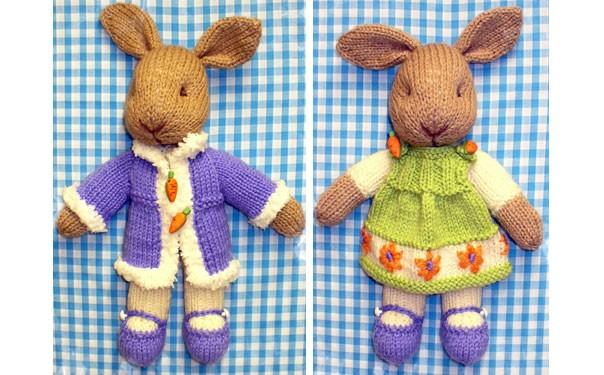Вязаные спицами кролики в нарядах. Описание