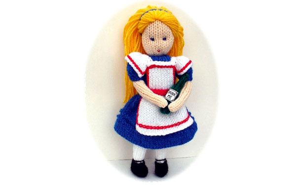 Вязаная спицами кукла Алиса. Описание