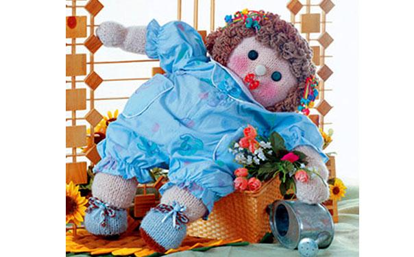 Вязаная кукла в комбинезоне. Описание