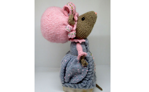 """Продам вязаную игрушку """"Леди Мышка"""""""