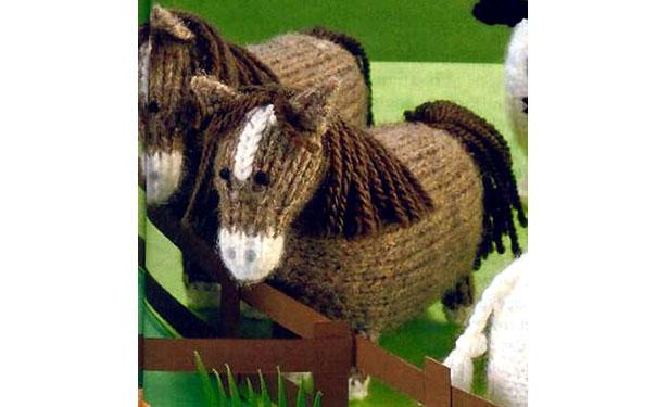 Вязаная спицами лошадь. Описание