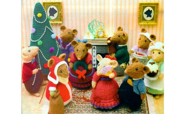 Вязаные спицами мыши на Рождестве. Описание