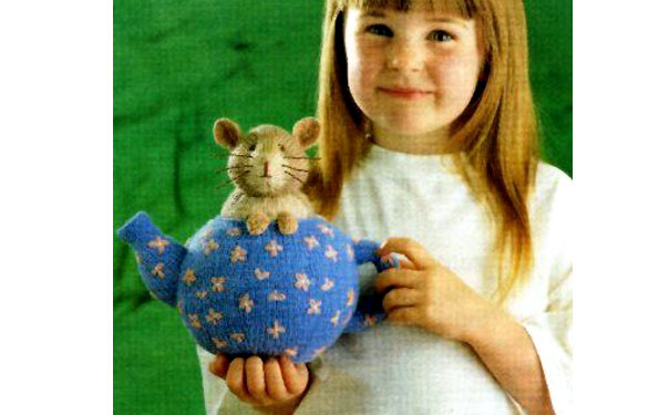 Вязаный чайник с мышкой. Описание