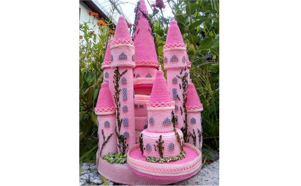 Розовый сказочный замок. Схема вязания крючком