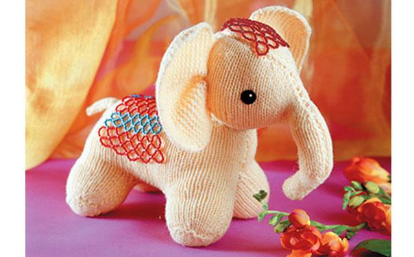 Вязаный спицами слоник. Описание