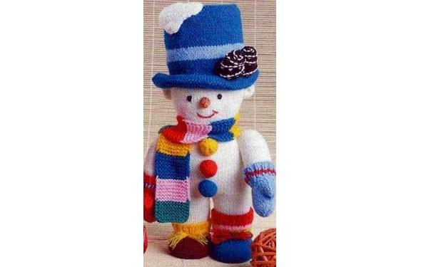Вязаный снеговик в голубом цилиндре. Описание