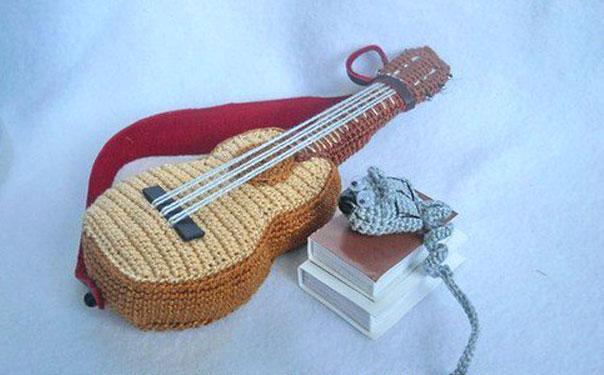 Как связать гитару крючком