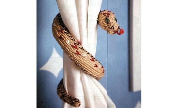 Вязаная спицами змея. Описание