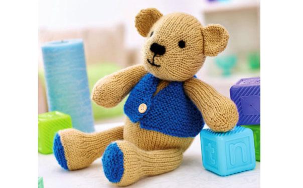 Вязаный спицами медвежонок Чарли