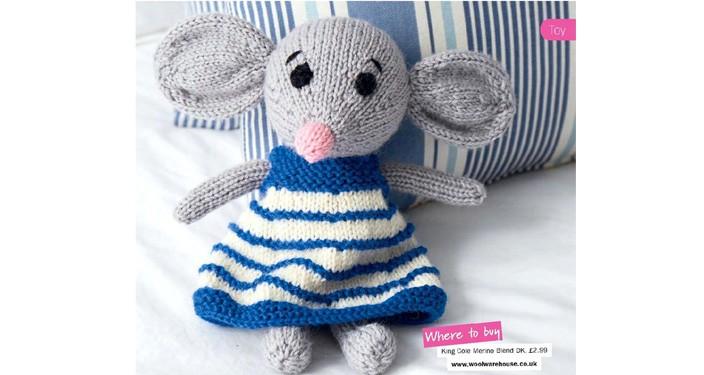 Вязаная мышка в платье полосками