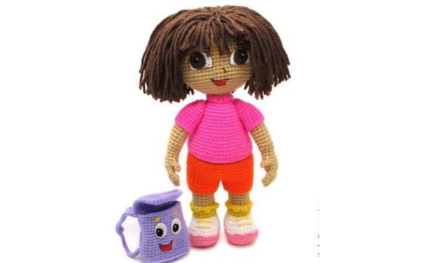 Вязаная кукла Даша - путешественница