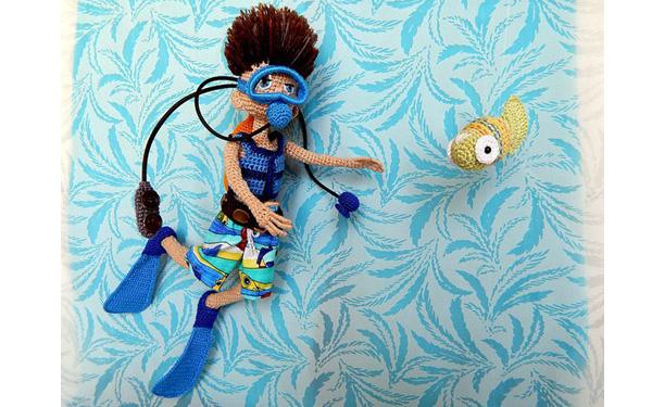 Вязаная крючком кукла Аквалангист. Описание