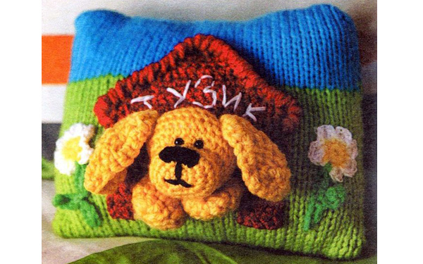Подушка-игрушка. Собака  в будке