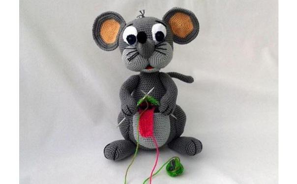 Вязаная крючком мышь Лола. Схема