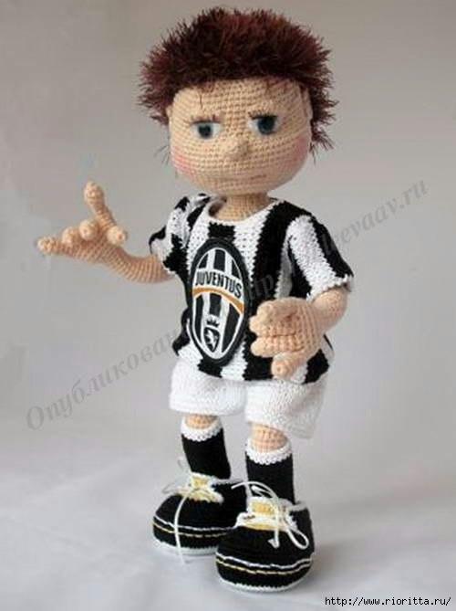 Вязаная кукла Футболист
