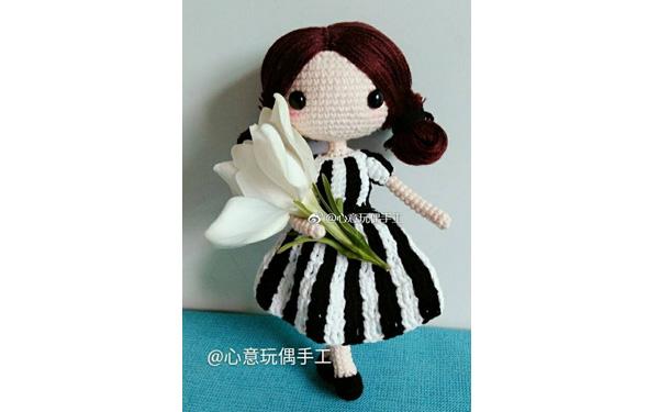 Вязаная кукла Спортивная болельщица. Схема