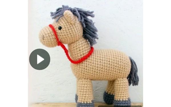 Мастер-класс по вязанию лошадки