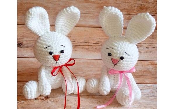 Вязаные белые зайчата. Схема