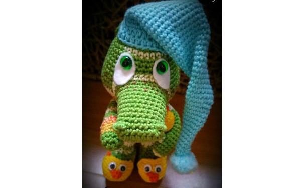 Вязаный крокодил в шапке. Схема