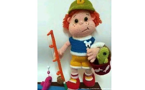 Вязаная кукла Мальчик рыбак