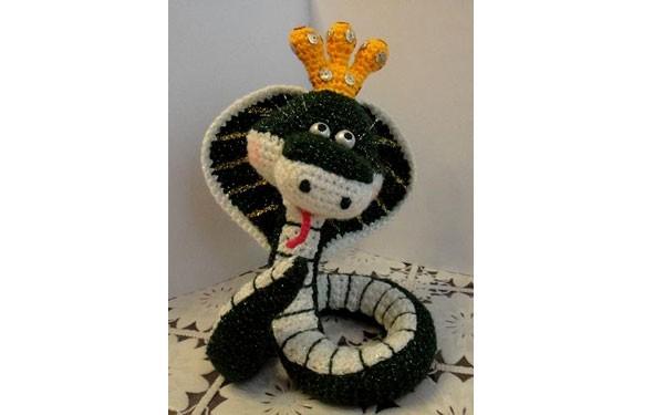 Вязаная змея королева Марго